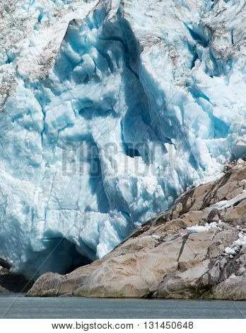A smooth rocky outcropping blocks the glacier from the sea.