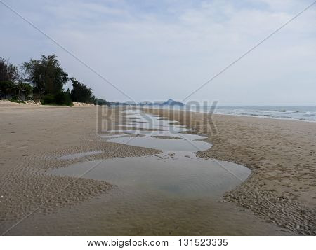 Landscapes of the sea and sky Beautiful beaches and quiet in the morning at Hua Hin in Thailand