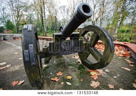 Ancient wheeled cast iron castle xx cannon
