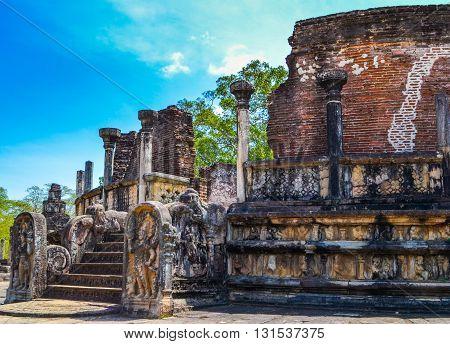 Travel in Sri Lanka. Temples of Anuradhapura