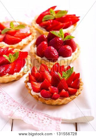 Strawberry and cream cheese mini cakes on table