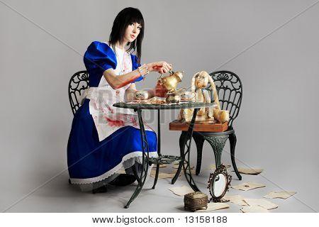 Retrato de una joven vestida como Alicia en el país de las maravillas, videojuegos.