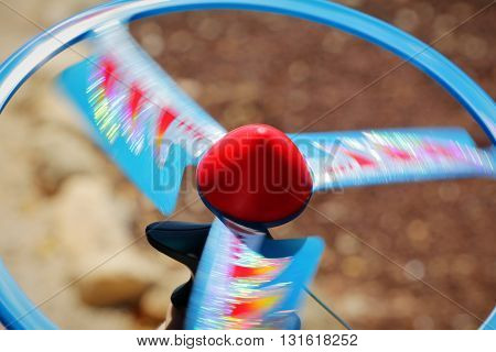 Spinning fast motion propeller curve disc toy.