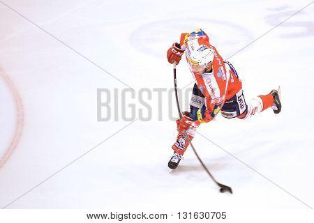 PARDUBICE 8/3/2015 _ Tomas Zohorna shots goal to 5:0 in match HC Pardubice a HC Vítkovice.