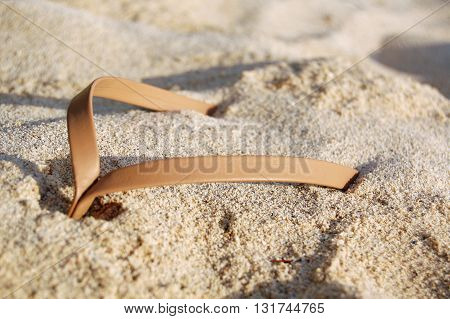 Beige leather thong sandal detail in sand