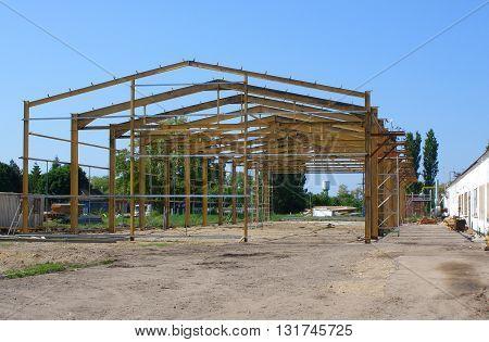 The hangar installation of welded metal structures