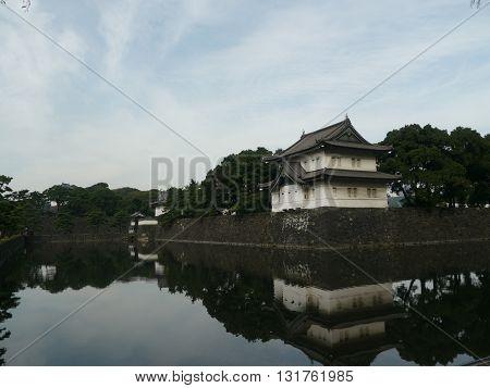The Kokyo is the Imperial Palace of Japan and the residence of the Emperor of Japan. It is located in Chiyoda, special district 23 in Tokyo. El Kōkyo es el Palacio Imperial de Japón y la residencia del Emperador del Japón. Se encuentra en Chiyoda, el dist