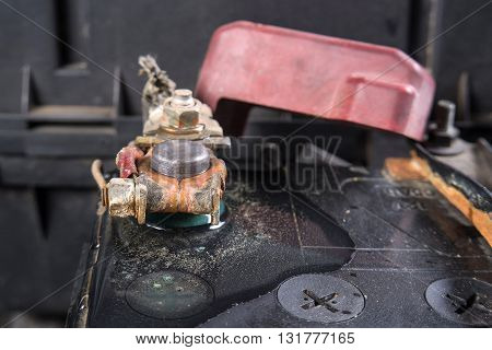 Clean car battery terminals after cleaning with hot water.(After cleaning)