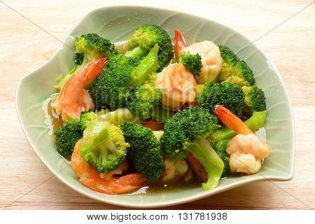 close up Vegetables, stir-fried broccoli with shrimp