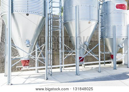 Silos for the storage of flour for food