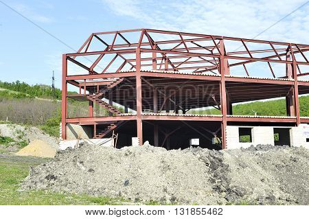 Metal construction building under a general view of the roof