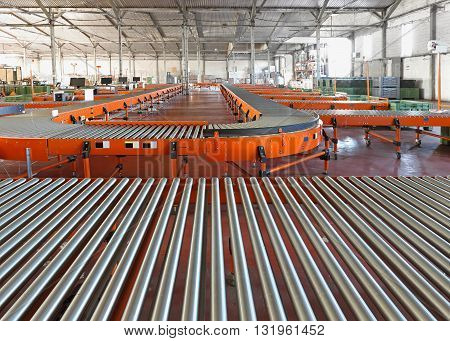 Conveyor Roller System For Sorting in Distribution Warehouse