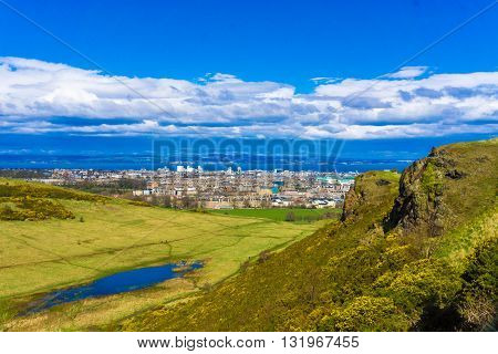 Edinburgh Mountain Green Grass Skyline