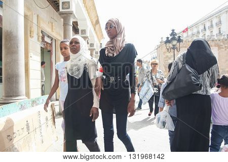 Muslim Women In Tunis