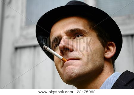 Detective or gangster at the lookout