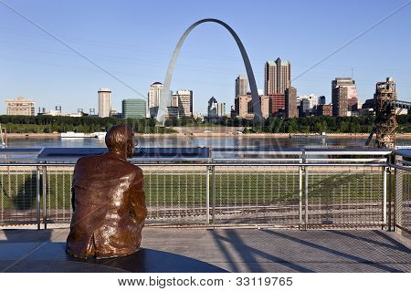 St. Louis Skyline & Mississippi River Lookout, IL