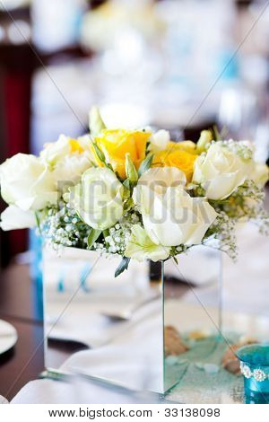 wedding table centerpiece flowers