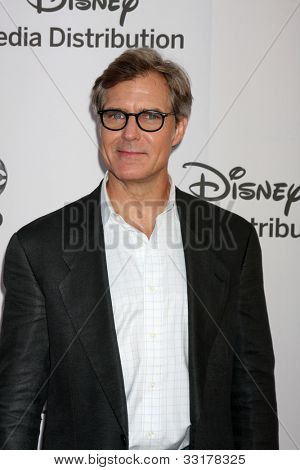 LOS ANGELES - MAY 20:  Henry Czerny arrives at the ABC / Disney International Upfronts at Walt Disney Studios Lot on May 20, 2012 in Burbank, CA