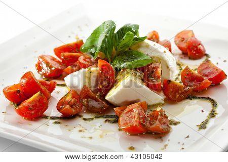 Ensalada Caprese - ensalada con tomate, queso Mozzarella, balsámico