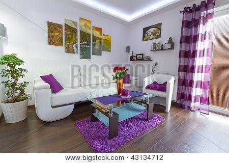 Moderna sala interior con lona en la pared. Fotos de lona está disponible en mi Galería.