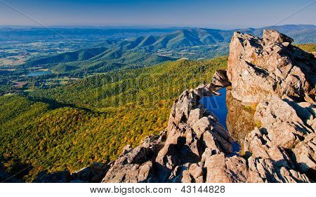 View of the Shenandoah Valley and Blue Ridge Mountains from Little Stony Man Cliffs.