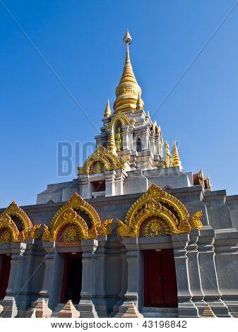 Thai zeitgenössische Pagode, Srinakarinthara-Mahasandhikiri-Pagode auf Mae Salong Hill, Chiang Rai, thai
