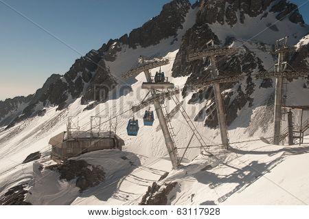 Cable car of Jade Dragon Snow Mountain.