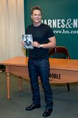 NEW YORK-APR 9: Actor Rob Lowe attends the book signing of
