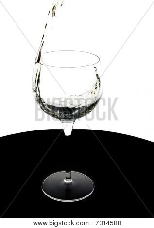 Vierta el vino