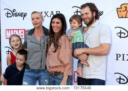 LOS ANGELES - OCT 1: Kylie Rogers, Dezi Calvo, Jaime Pressly, Jamie-Lynn Sigler, Beau Dykstra, Cutter Dykstra at the VIP Disney Halloween Event at Disney PopUp Store on October 1, 2014 in Glendale, CA