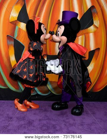 LOS ANGELES - OCT 1:  Minnie Mouse, Mickey Mouse at the VIP Disney Halloween Event at Disney Consumer Product Pop Up Store on October 1, 2014 in Glendale, CA