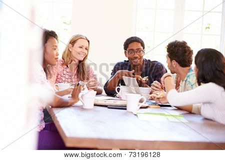 Business People Having Meeting And Eating Pizza