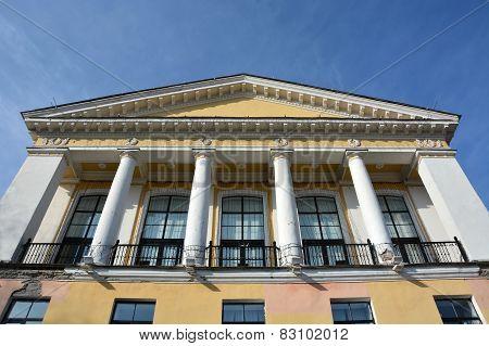 Comprehensive School Building In The Zelenogorsk