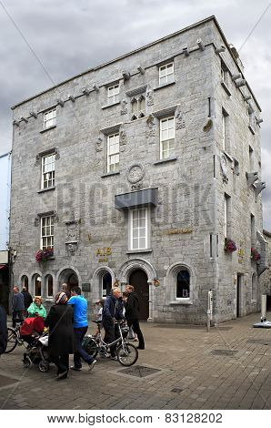 Lynchs Castle in Galway