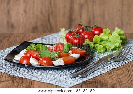 Caprese Salad With Cherry Tomatoes