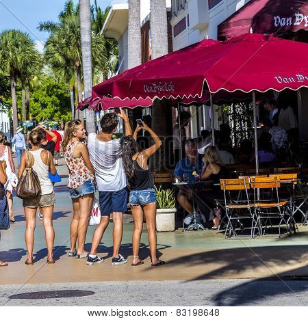 People Go Shopping In The Afternoon Sun In Lincoln Road