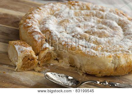 Moroccan mhanncha, Snake Shaped Pastry