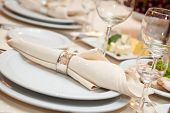 foto of wedding table decor  - wedding napkin decoration - JPG