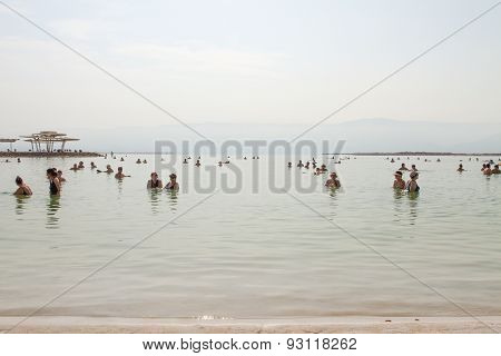 Group Of Tourists In The Water At The Beach .