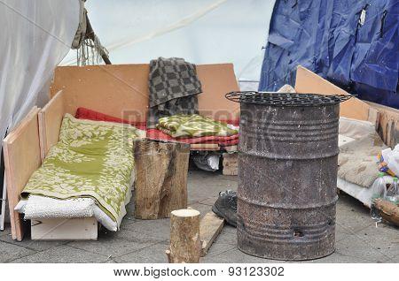 Beggar Bed. Street Scene