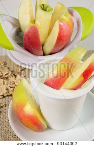 Yogurt With Apples