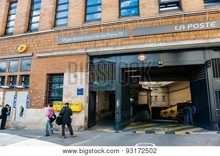 La Poste Branch And Parcel Shipping Platform Entrance In The Heart Of Paris