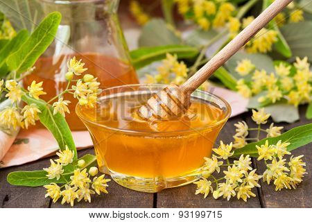 Linden honey with linden flowers