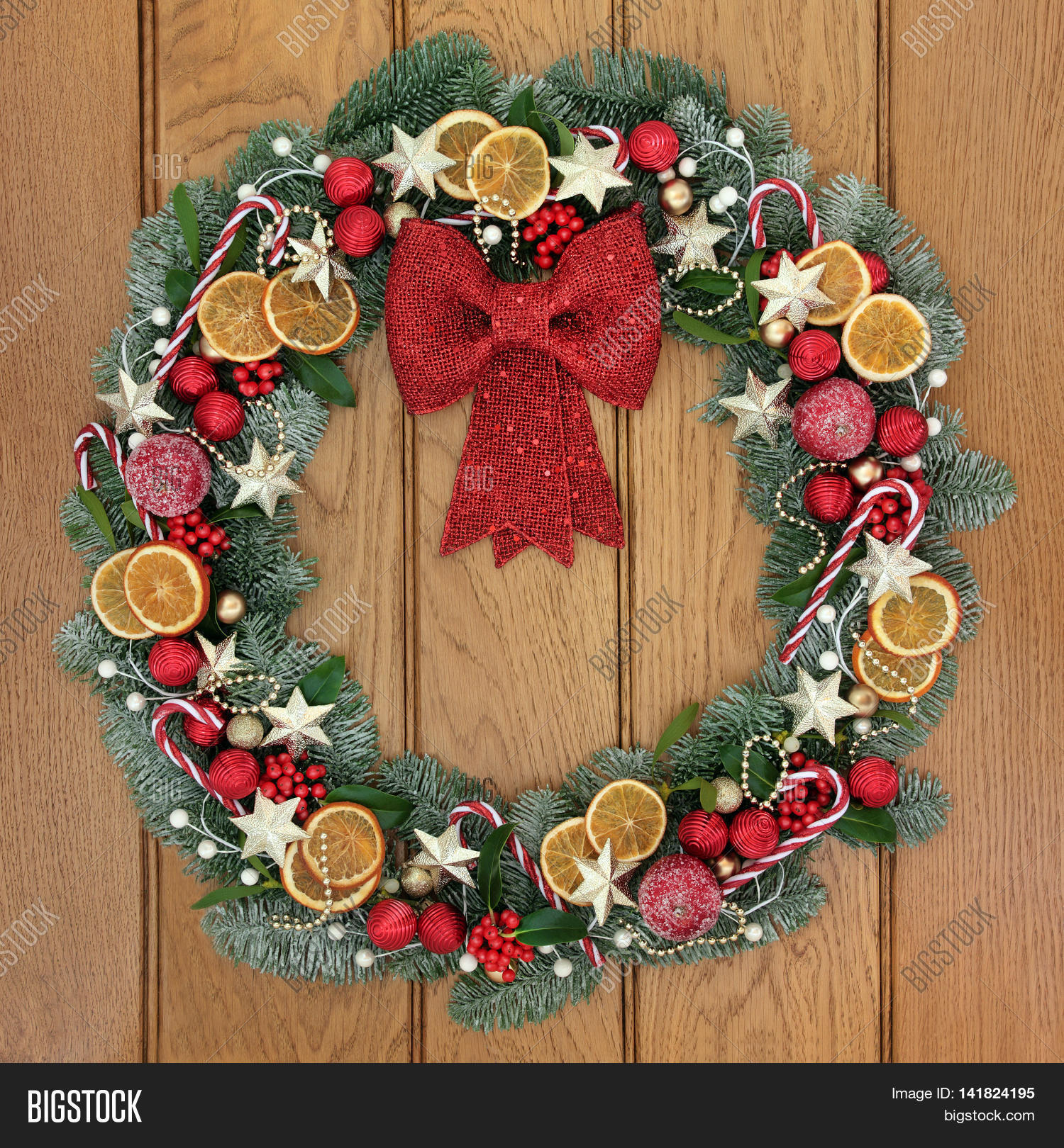 Fruit over the door christmas decoration - Christmas Wreath Decoration With Gold Star And Red Bow Bauble Decorations Candy Canes Dried