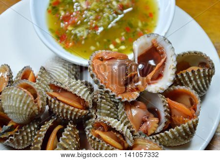 steamed blanched clam with spicy dipping sauce