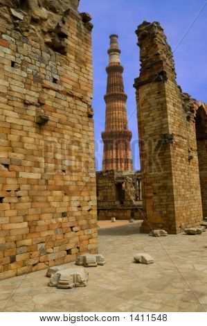 Qutub Minar And Ruins