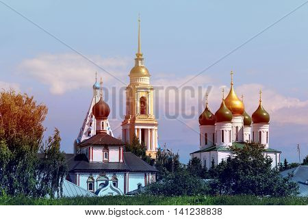 Photo beautiful landscape with beautiful churches in Kolomna