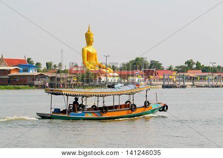 Boat trip along the Chao Phraya River