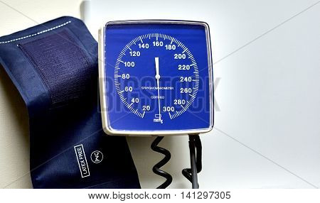 Wall Mounted Hospital Blood Pressure Cuff And Meter