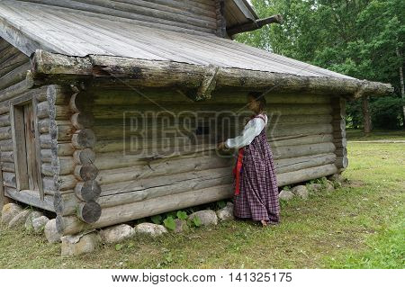 the girl in the old villagepulls out from under the roof of the shed to stick a harpoon heavy agricultural labor in Russia
